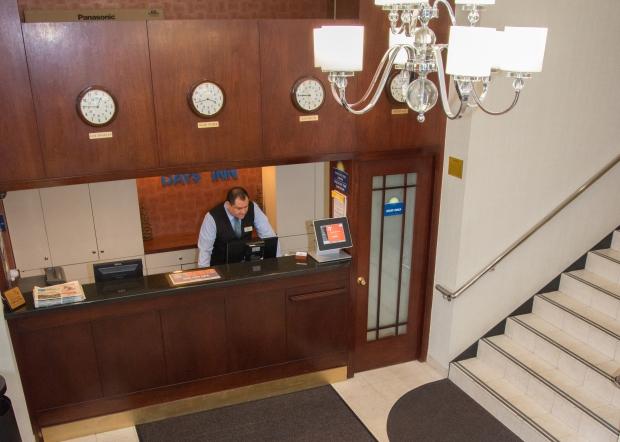 days inn jfk lobby