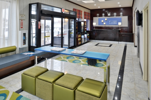 entrance, front desk and waiting area at Holiday Inn Express New York JFK Airport